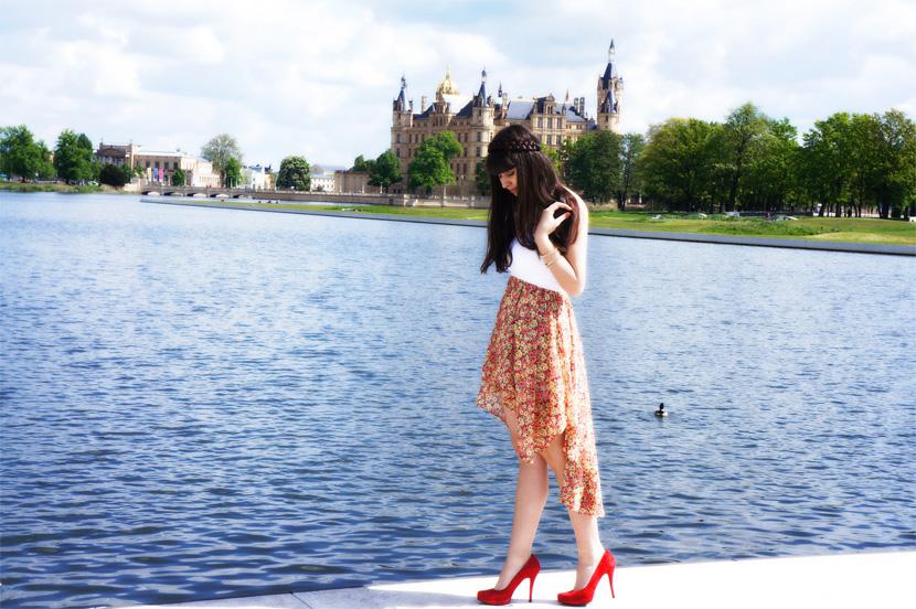 Outfit_SchlossgartenTraeumerei_BelleMelange_Schwerin_Schloss_Fashion_01_