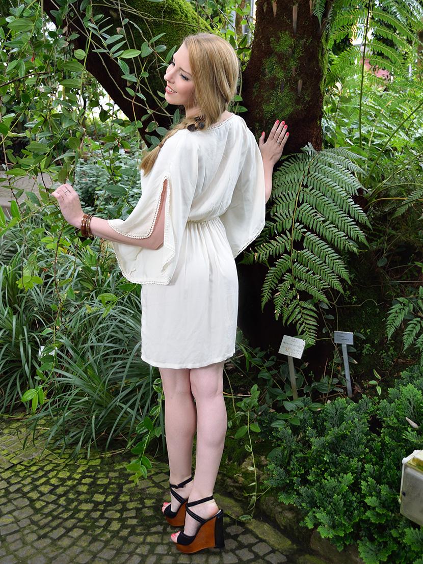 Dschungelfieber-Outfit_BelleMelange_Kleid_Wedges_Pfau_10