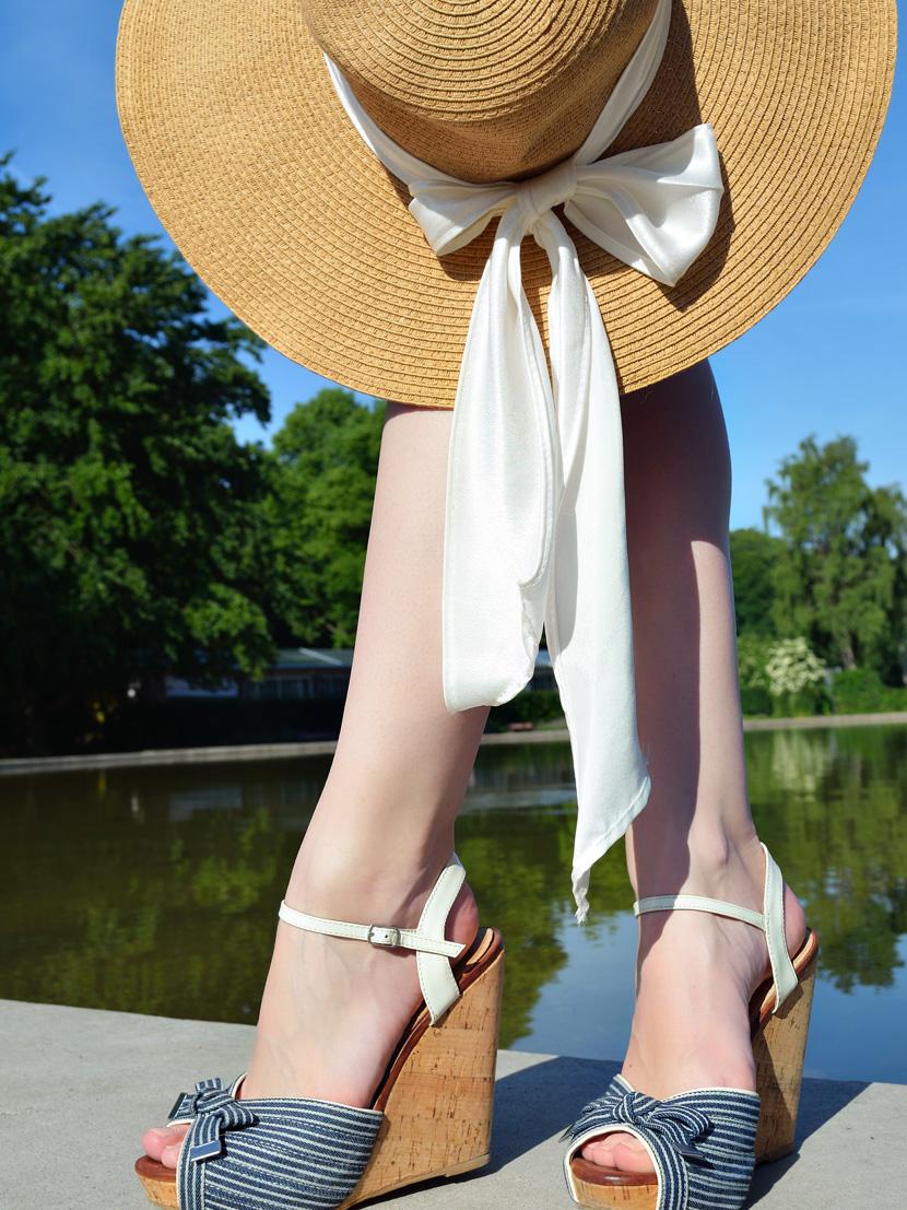 Outfit_BelleMelange_Morgensonne_Wedges-Strohhut-7