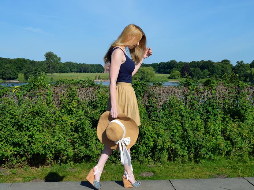 Outfit_BelleMelange_Morgensonne_Wedges-Strohhut-9