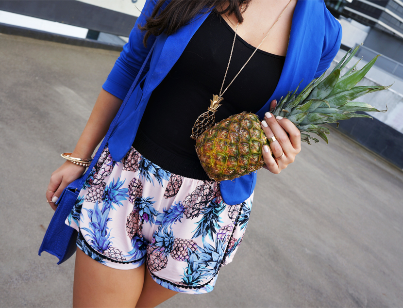 InLoveWithAPineapple_Blue_Fashion_Outfit_Ananas_Hamburg_BelleMelange_05