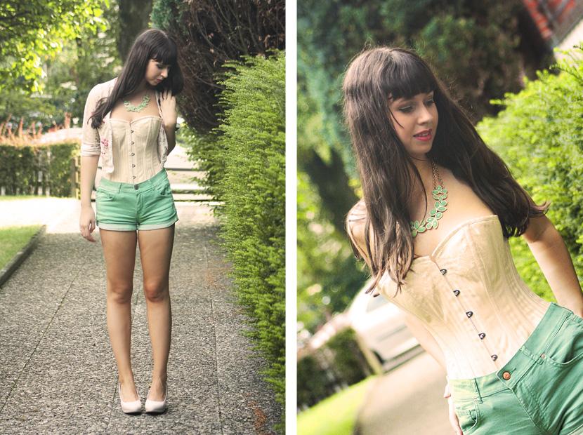 06_HowToWearACorset_fashion_outfit_CorsetStory_BelleMelange_MintShorts