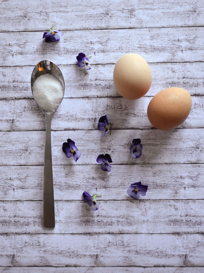 Belle-Melange_Blog_Delicious_Rezept-weisse-Schokoladen-Mousse-essbare-Blüten-1