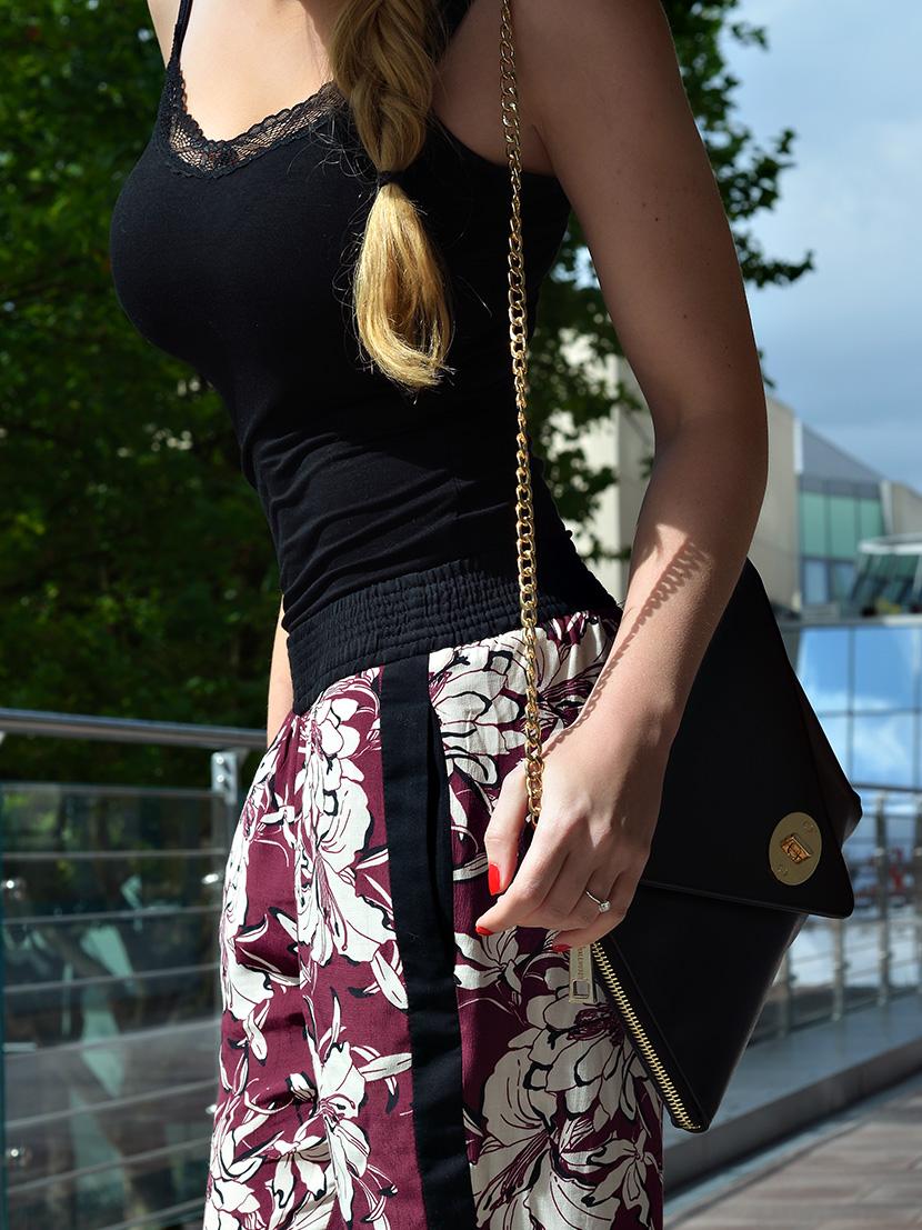 Black-Summer_Belle-Melange-Blog-Outfit-Top-schwarz-Blumen-Hose-Zara-8