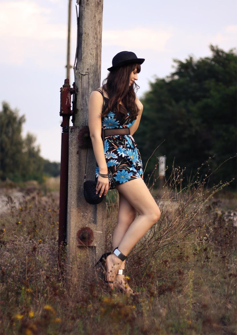 LastTrainToParadise_Fashion_Outfit_FlowerJumsuit_Overall_ASOS_Spitze_BelleMelange_05