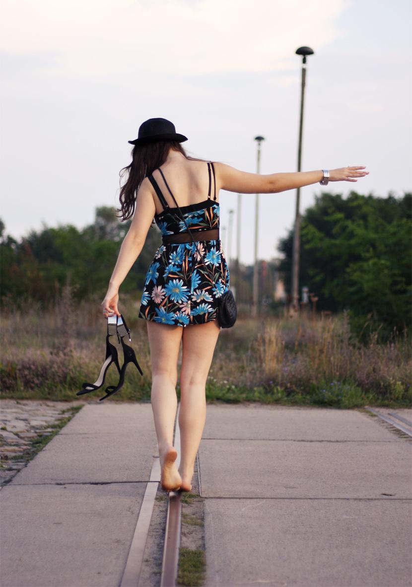 LastTrainToParadise_Fashion_Outfit_FlowerJumsuit_Overall_ASOS_Spitze_BelleMelange_10