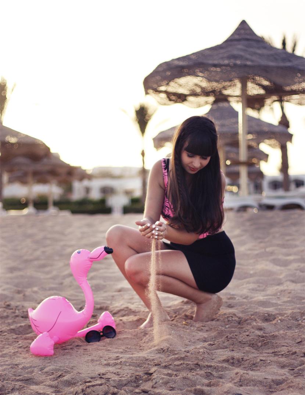 PinkFlamingoSummerAffair_Fashion_Corptop_Outfit_Palms_Sea_BelleMelange_04