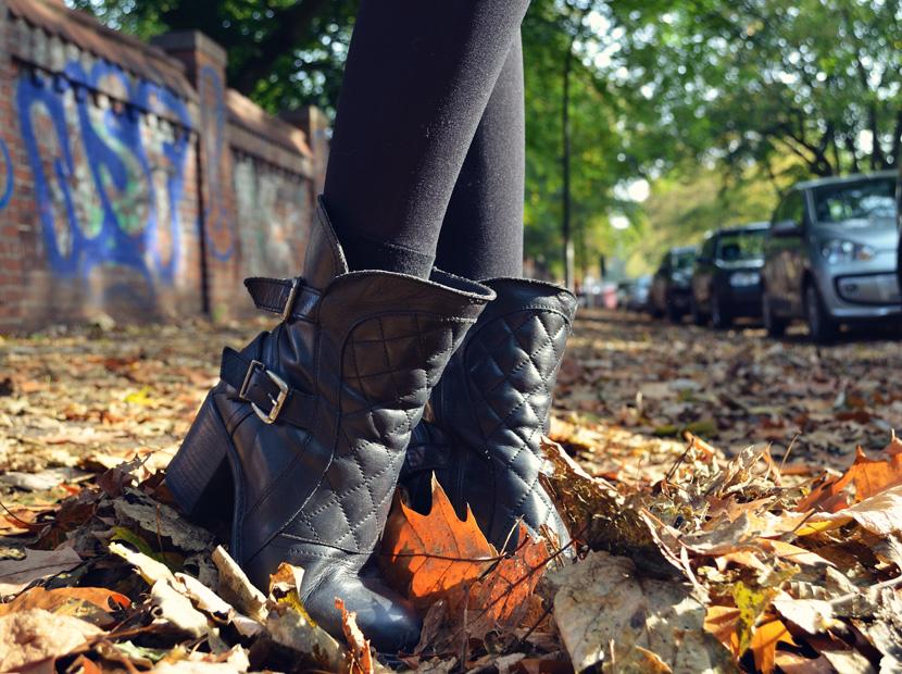 10_Blog_Belle-Melange_Faljlen-Leaves_Outfit-Bordeaux_Spitze_Oversize-Pullover.pg