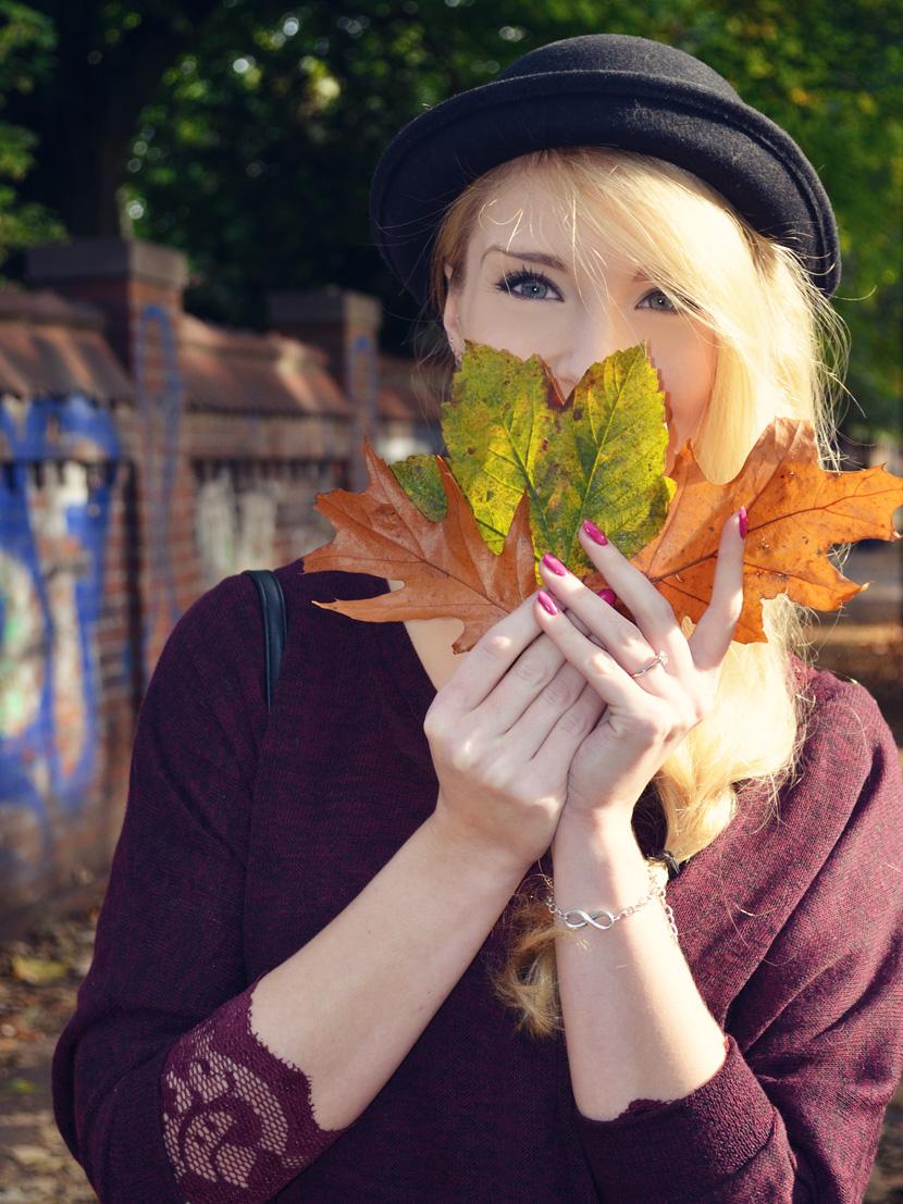 11_Blog_Belle-Melange_Fallen-Leaves_Outfit-Bordeaux_Spitze_Oversize-Pullover