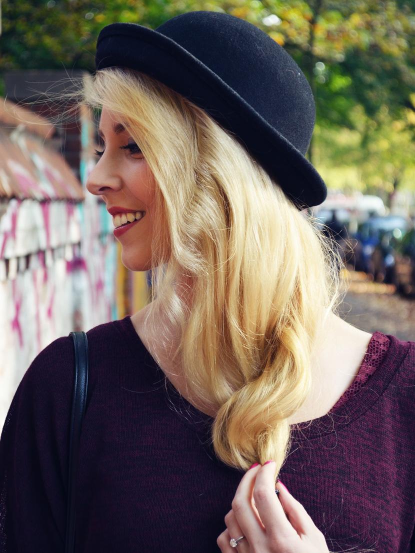 2_Blog_Belle-Melange_Fallen-Leaves_Outfit-Bordeaux_Spitze_Oversize-Pullover