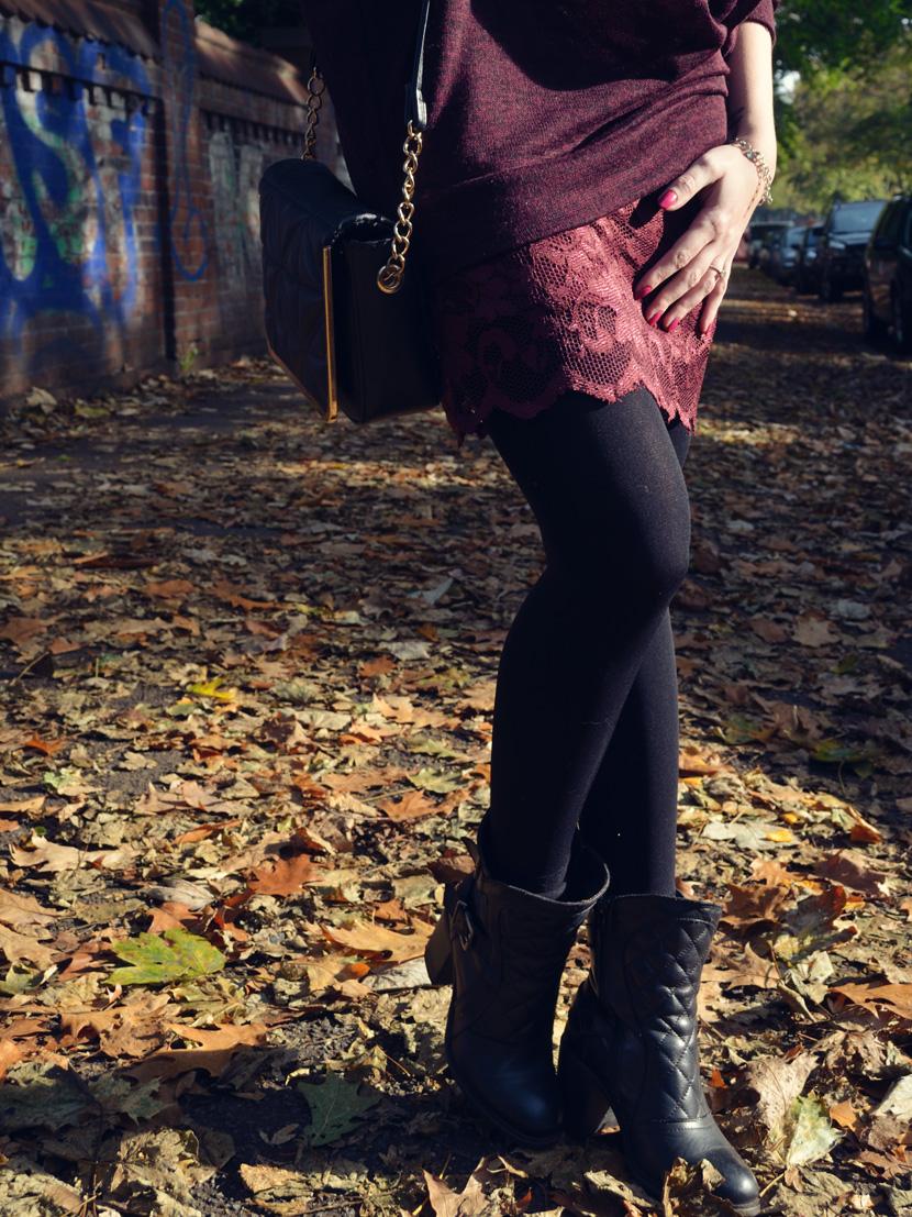 4_Blog_Belle-Melange_Fallen-Leaves_Outfit-Bordeaux_Spitze_Oversize-Pullover