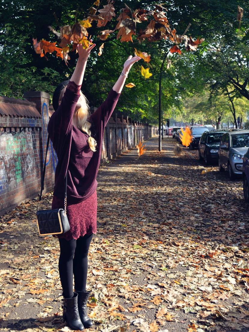 6_Blog_Belle-Melange_Fallen-Leaves_Outfit-Bordeaux_Spitze_Oversize-Pullover