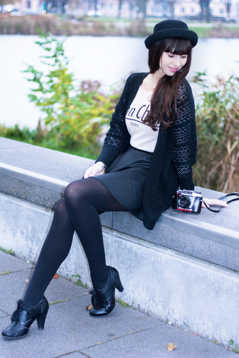 MyEyesTakePhotos_Camera_Fashion_Outfit_Reserved_Hat_Black_BelleMelange_01