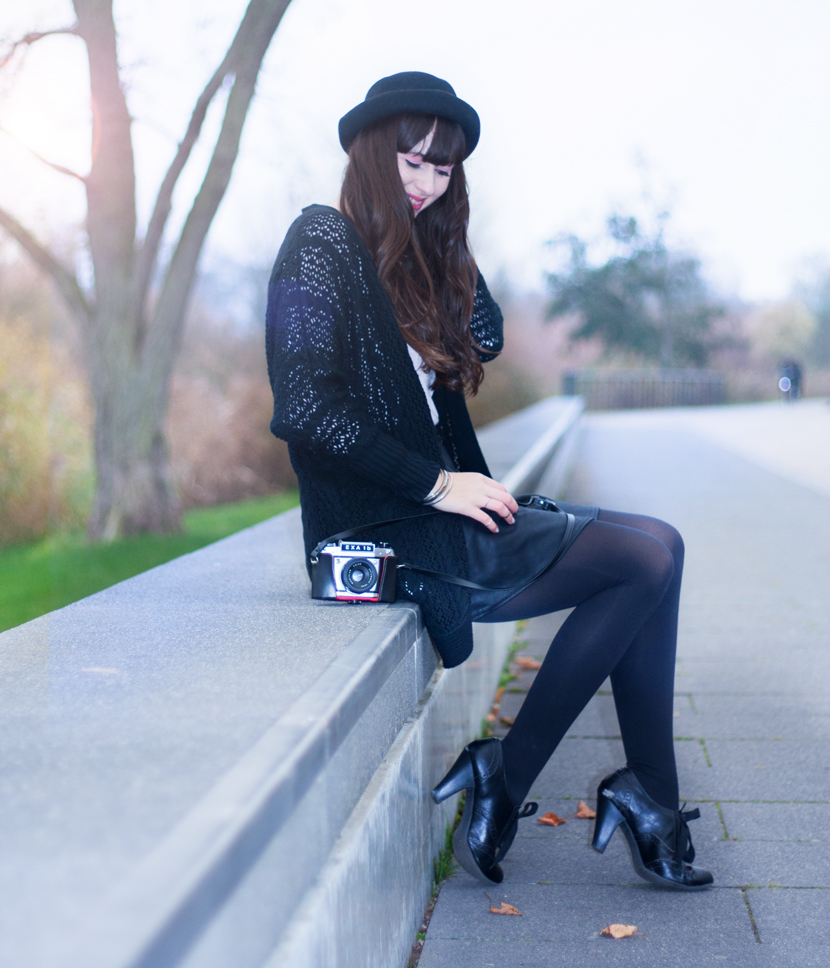 MyEyesTakePhotos_Camera_Fashion_Outfit_Reserved_Hat_Black_BelleMelange_08