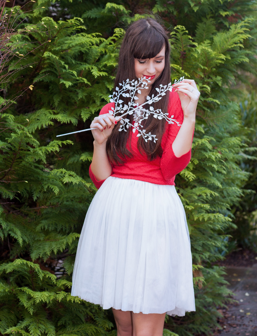 ChristmasGirl_Outfit_Fashion_Red_whiteskirt_BelleMelange_04
