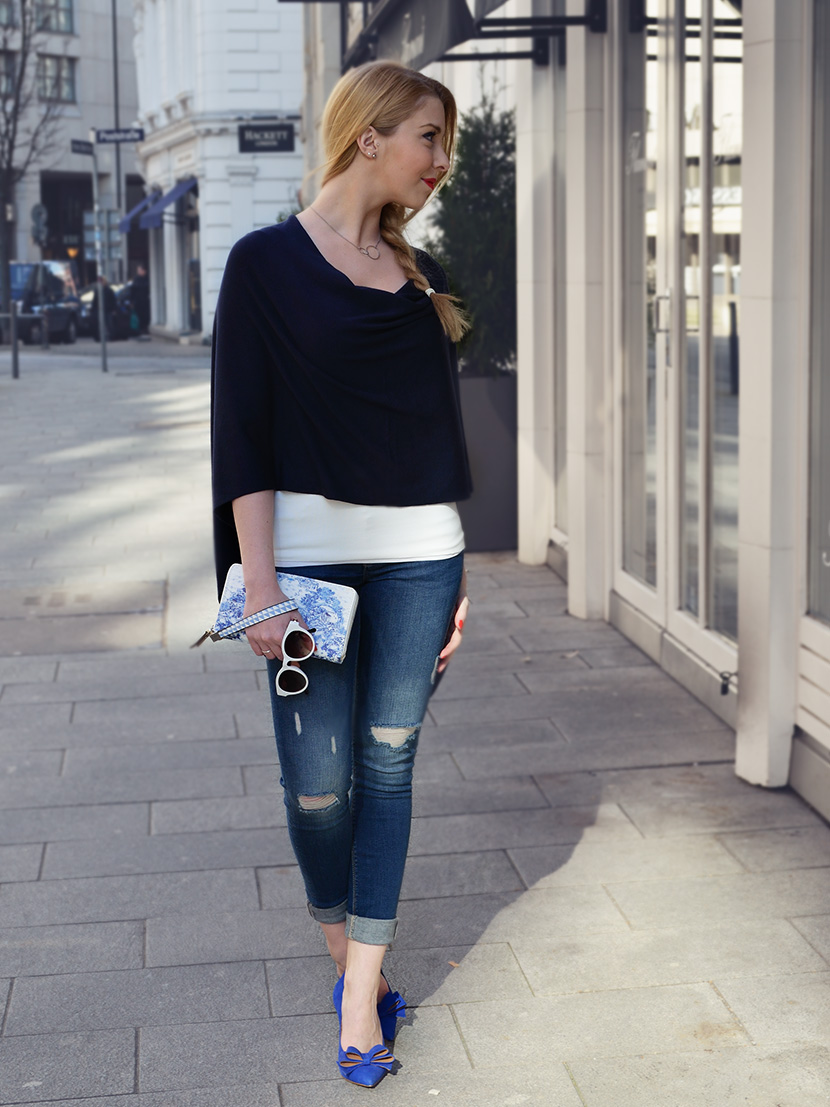 Blue-Ribbon_Belle-Melange_Blog_Outfot_Fashion_Blue_Ripped-Jeans_Poncho_blaue_Schleifen-Pumps_4