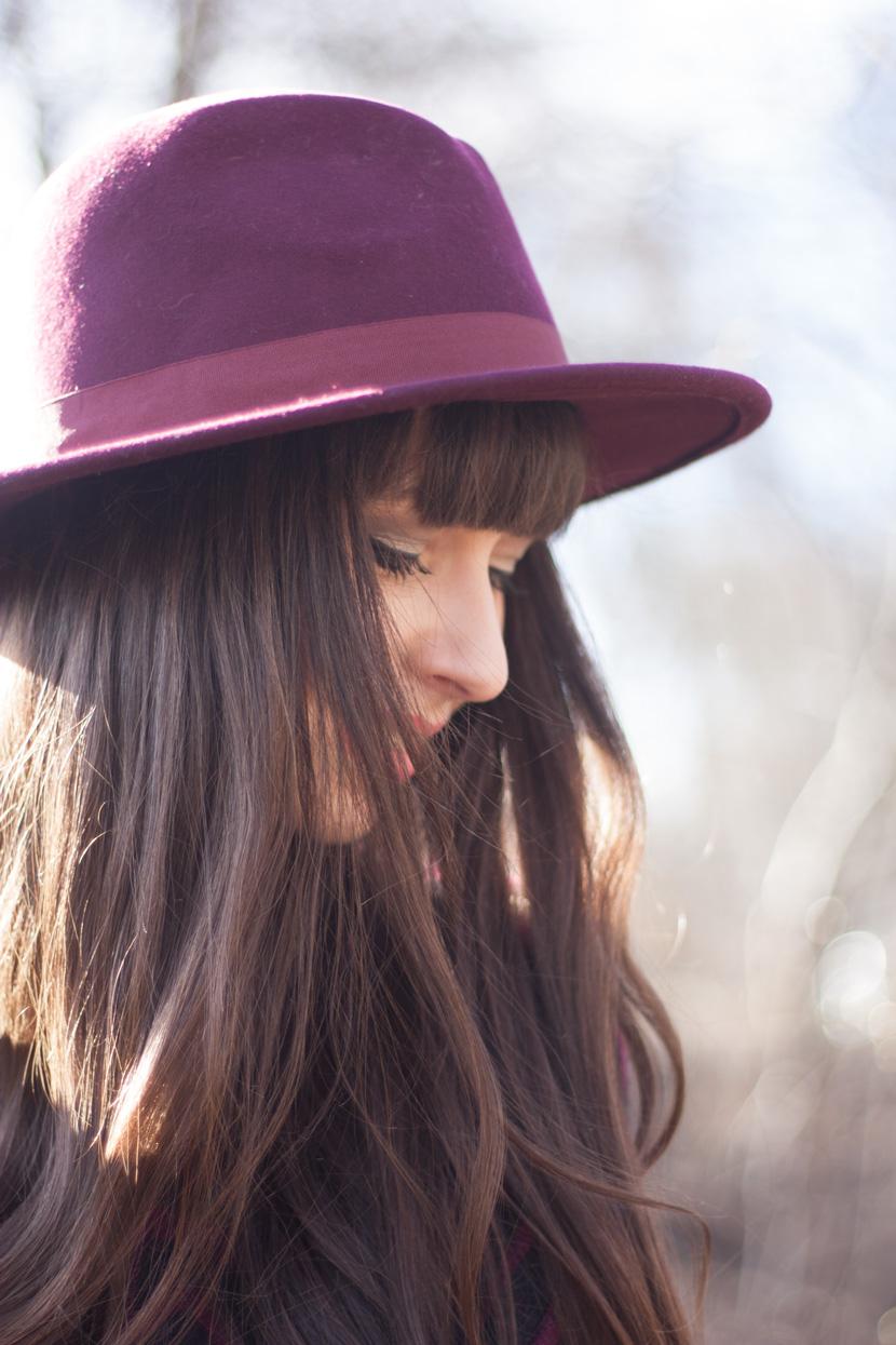 CapeTime_BrokeAndSchoen_Marsala_Wood_Fashion_BelleMelange_02