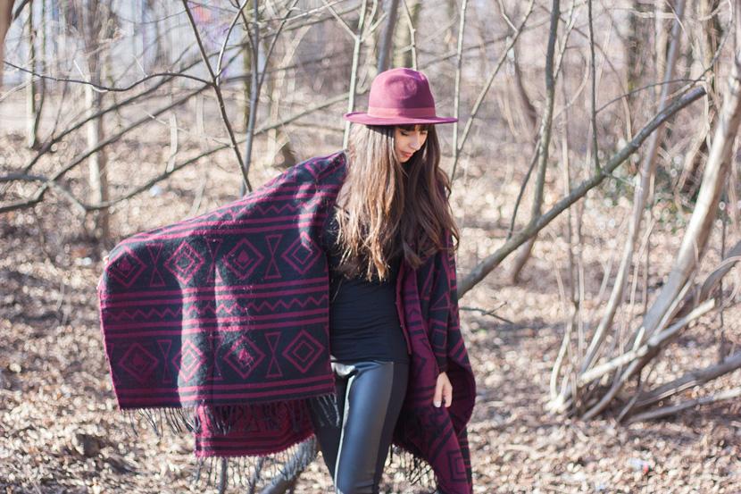 CapeTime_BrokeAndSchoen_Marsala_Wood_Fashion_BelleMelange_08
