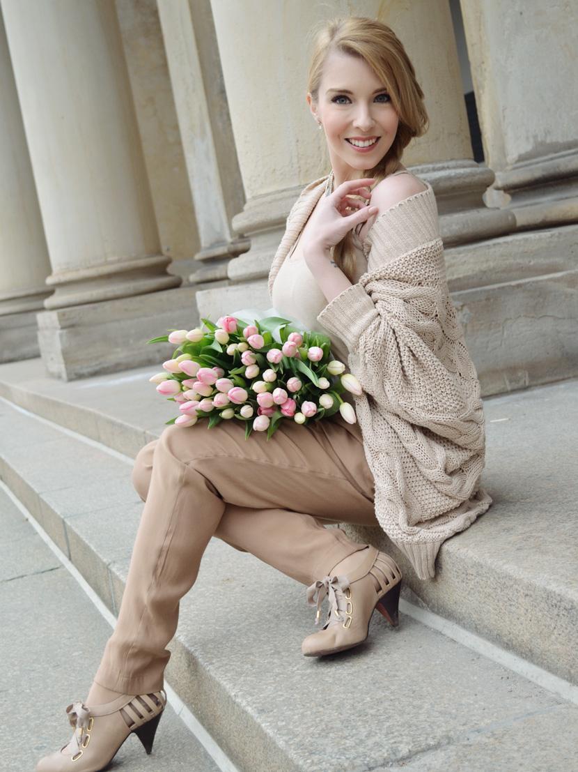 Caramel-for-Spring_Blog_Belle-Melange_Oversize-Strick-Cardigan_Stoffhose_12