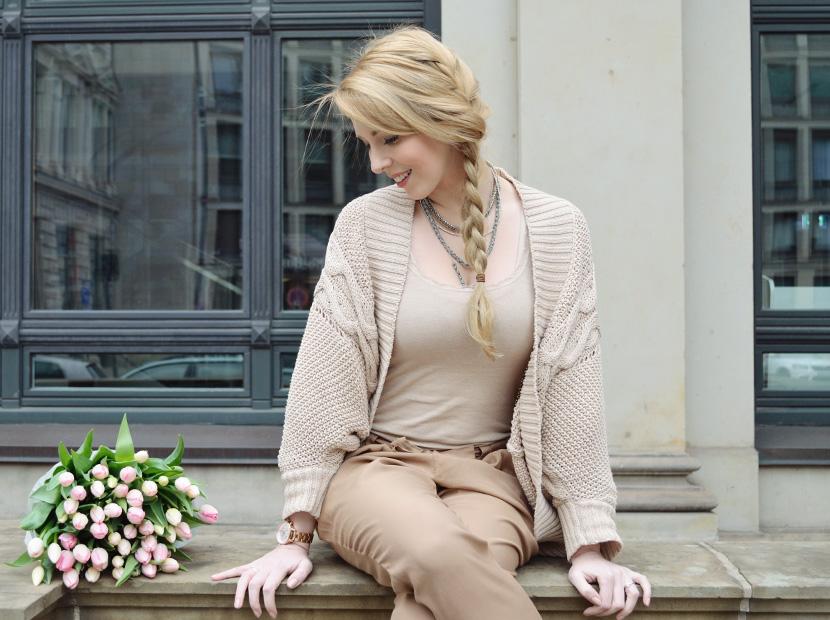 Caramel-for-Spring_Blog_Belle-Melange_Oversize-Strick-Cardigan_Stoffhose_2