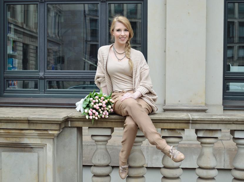 Caramel-for-Spring_Blog_Belle-Melange_Oversize-Strick-Cardigan_Stoffhose_5