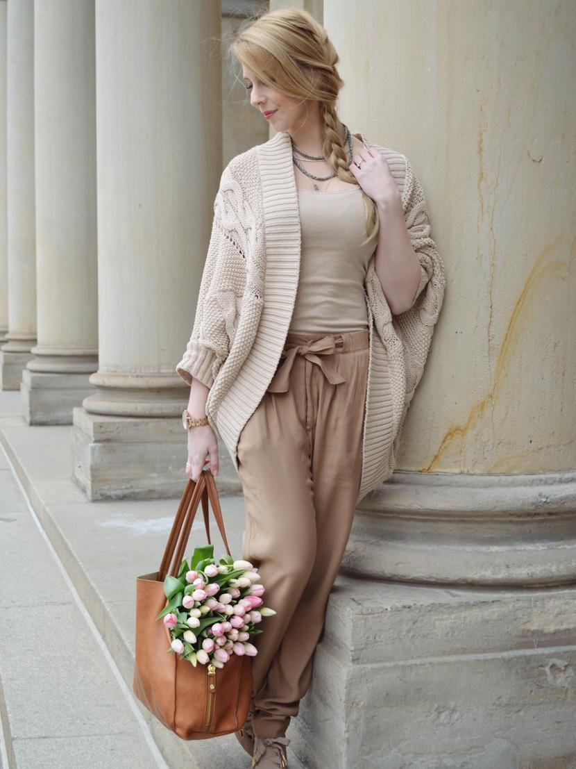 Caramel-for-Spring_Blog_Belle-Melange_Oversize-Strick-Cardigan_Stoffhose_8