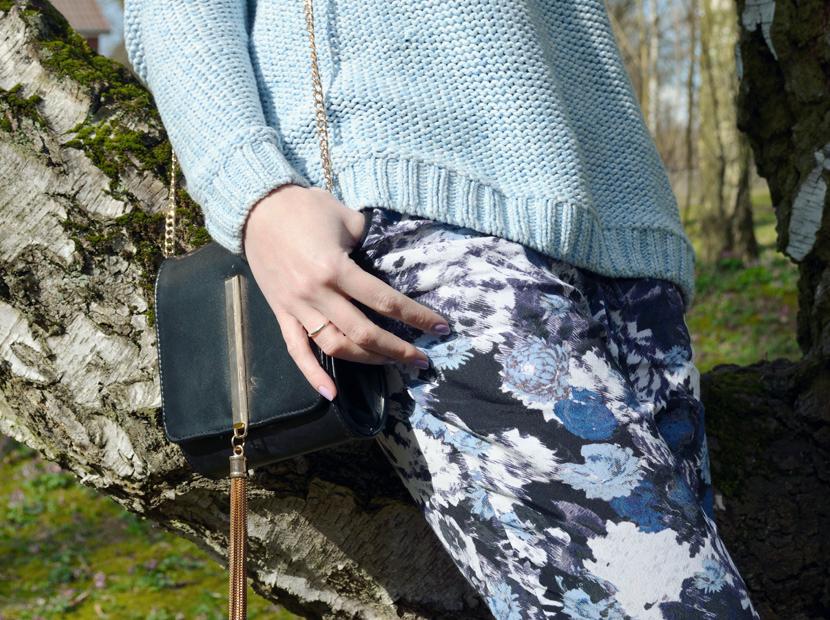 Wie-Es-Euch-Gefällt_Blog_Belle-Melange_Outfit_Fashion_Blumen_Stoffhose_Strickpullover_7