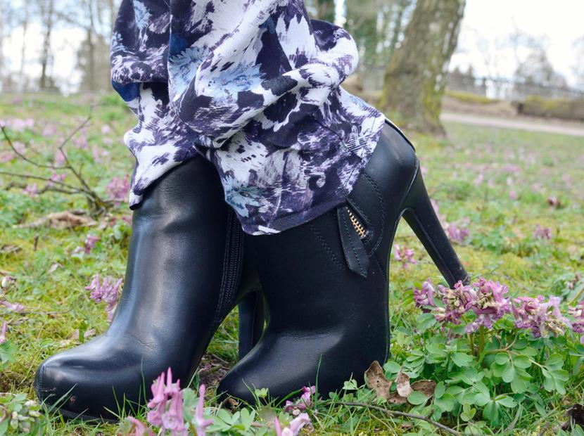 Wie-Es-Euch-Gefällt_Blog_Belle-Melange_Outfit_Fashion_Blumen_Stoffhose_Strickpullover_9