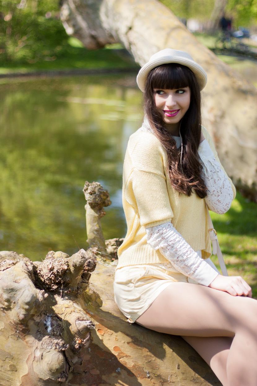 SunnyDay_YellowWhite_Schwerin_Ootd_BelleMelange_09