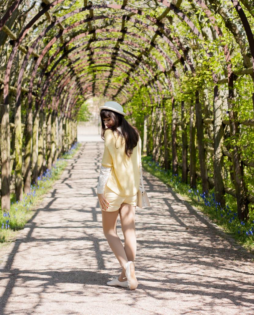 SunnyDay_YellowWhite_Schwerin_Ootd_BelleMelange_12