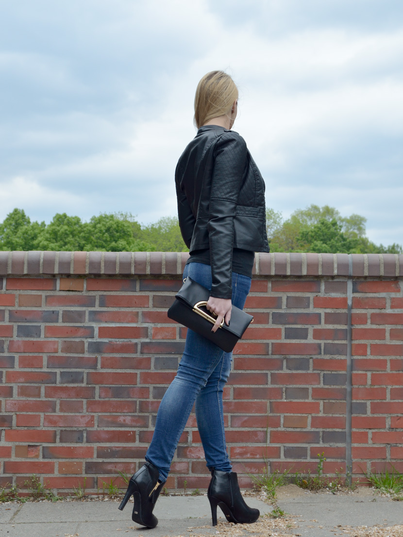 Basics-with-Twist_Blog_Belle-Melange_Lederjacke_Jeans_Clutch_Fashion_Outfit_2