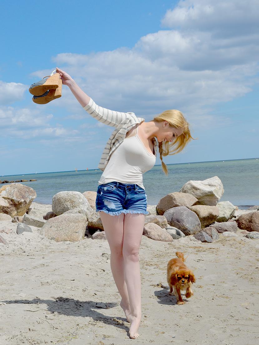 Ostsee-Liebe_Belle-Melange_Blog_Outfit_Fashion_Look_ootd_maritim_Shorts-Blazer_Streifen_1