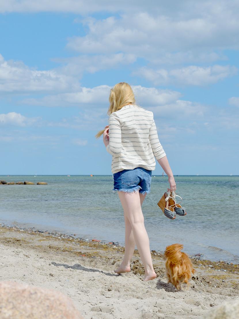 Ostsee-Liebe_Belle-Melange_Blog_Outfit_Fashion_Look_ootd_maritim_Shorts-Blazer_Streifen_2