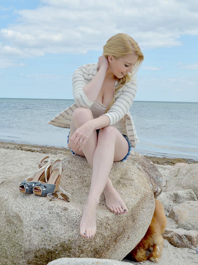 Ostsee-Liebe_Belle-Melange_Blog_Outfit_Fashion_Look_ootd_maritim_Shorts-Blazer_Streifen_4