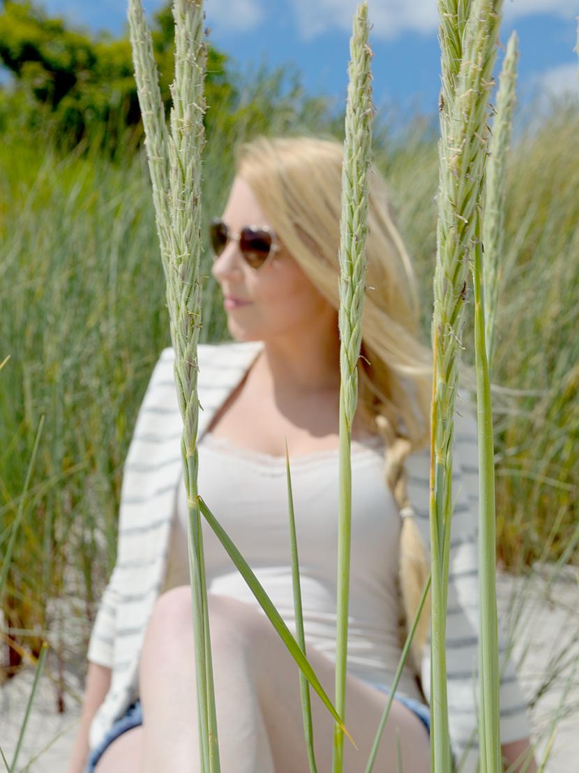 Ostsee-Liebe_Belle-Melange_Blog_Outfit_Fashion_Look_ootd_maritim_Shorts-Blazer_Streifen_6
