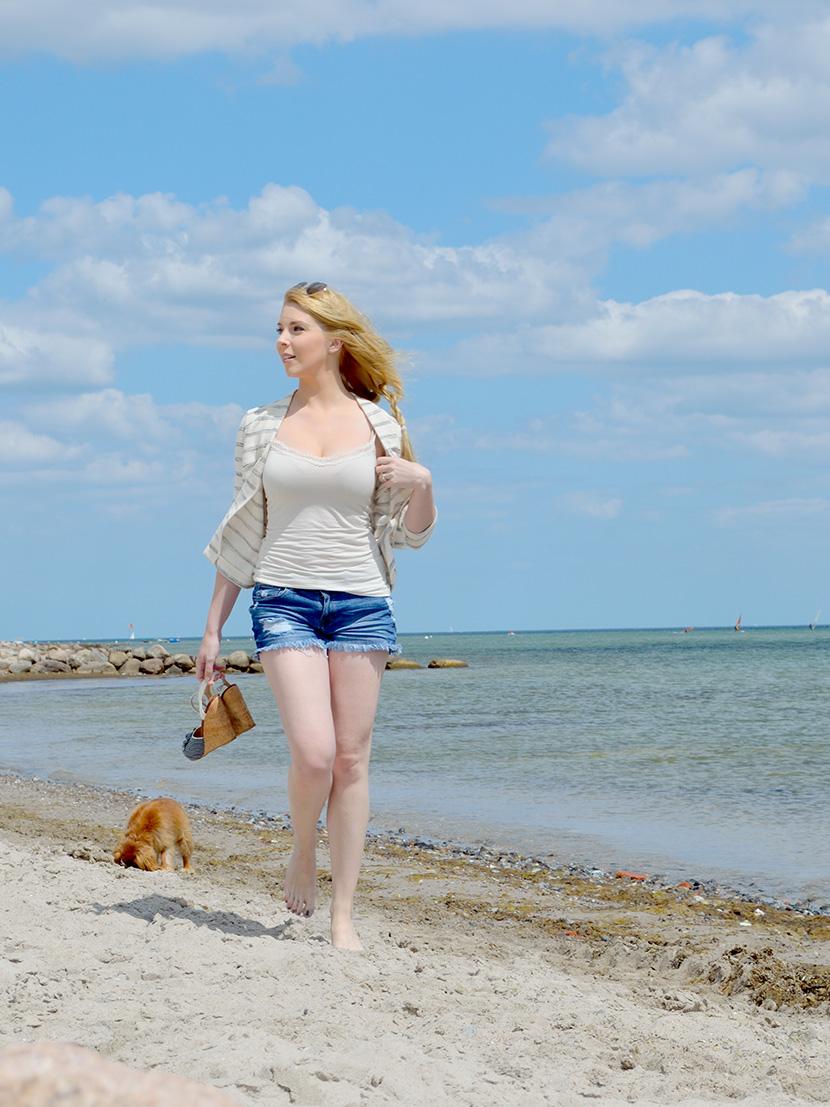 Ostsee-Liebe_Belle-Melange_Blog_Outfit_Fashion_Look_ootd_maritim_Shorts-Blazer_Streifen_7
