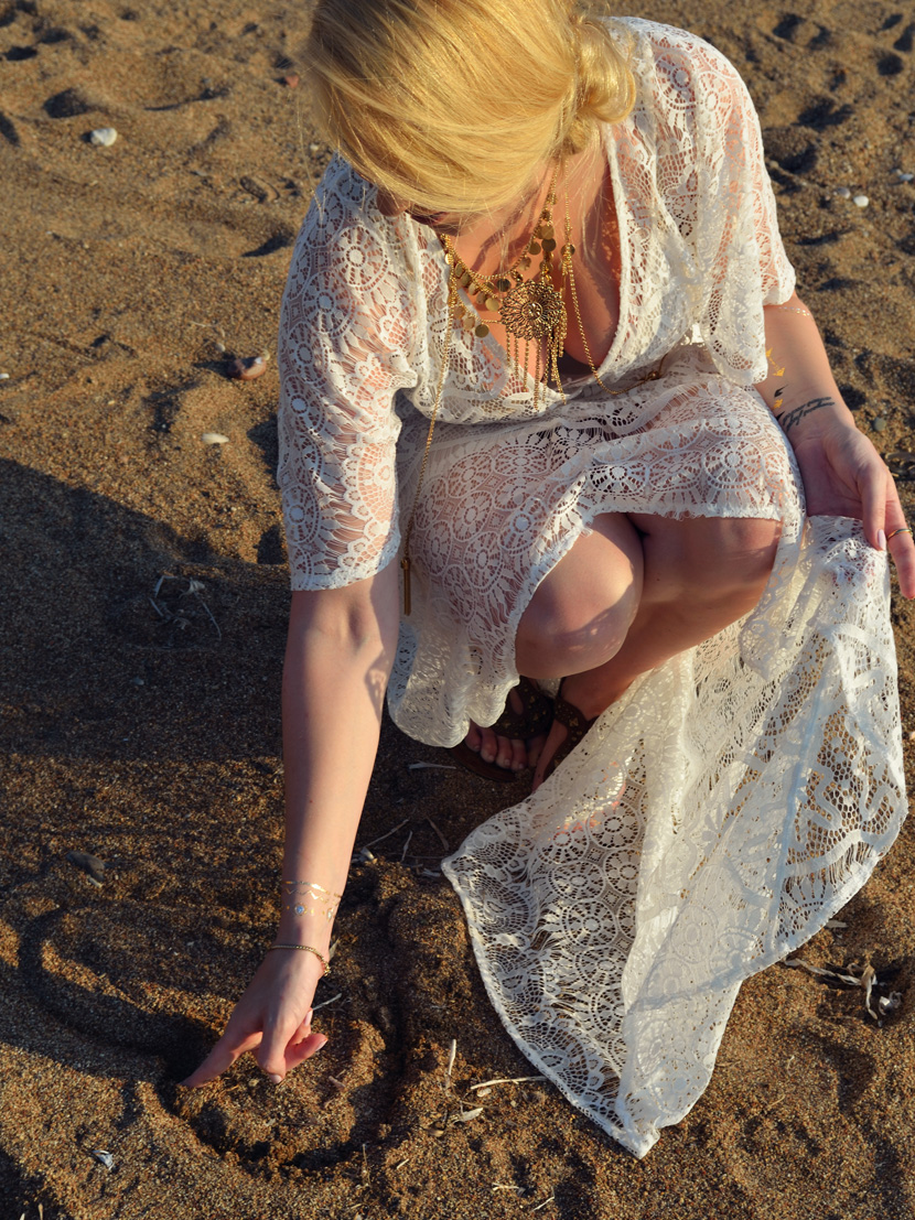 Golden-Sunset_Belle-Melange_Blog_Fashion_Outfit_Boho_Kleid_Spitze_Beach-12