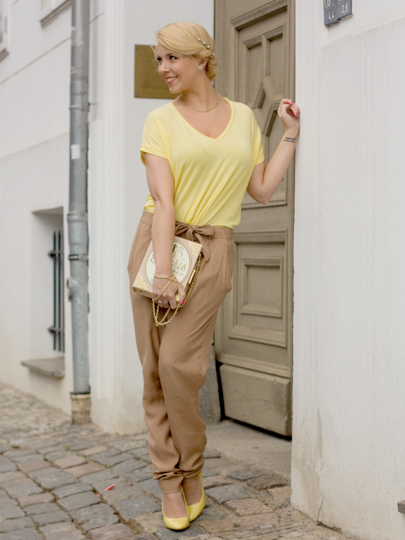 Little-Paris_Belle-Melange_Blog_Fashion_Outfit_Haarschmuck_besondere-Tasche_Buch_Clutch_1