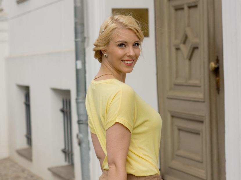 Little-Paris_Belle-Melange_Blog_Fashion_Outfit_Haarschmuck_besondere-Tasche_Buch_Clutch_2