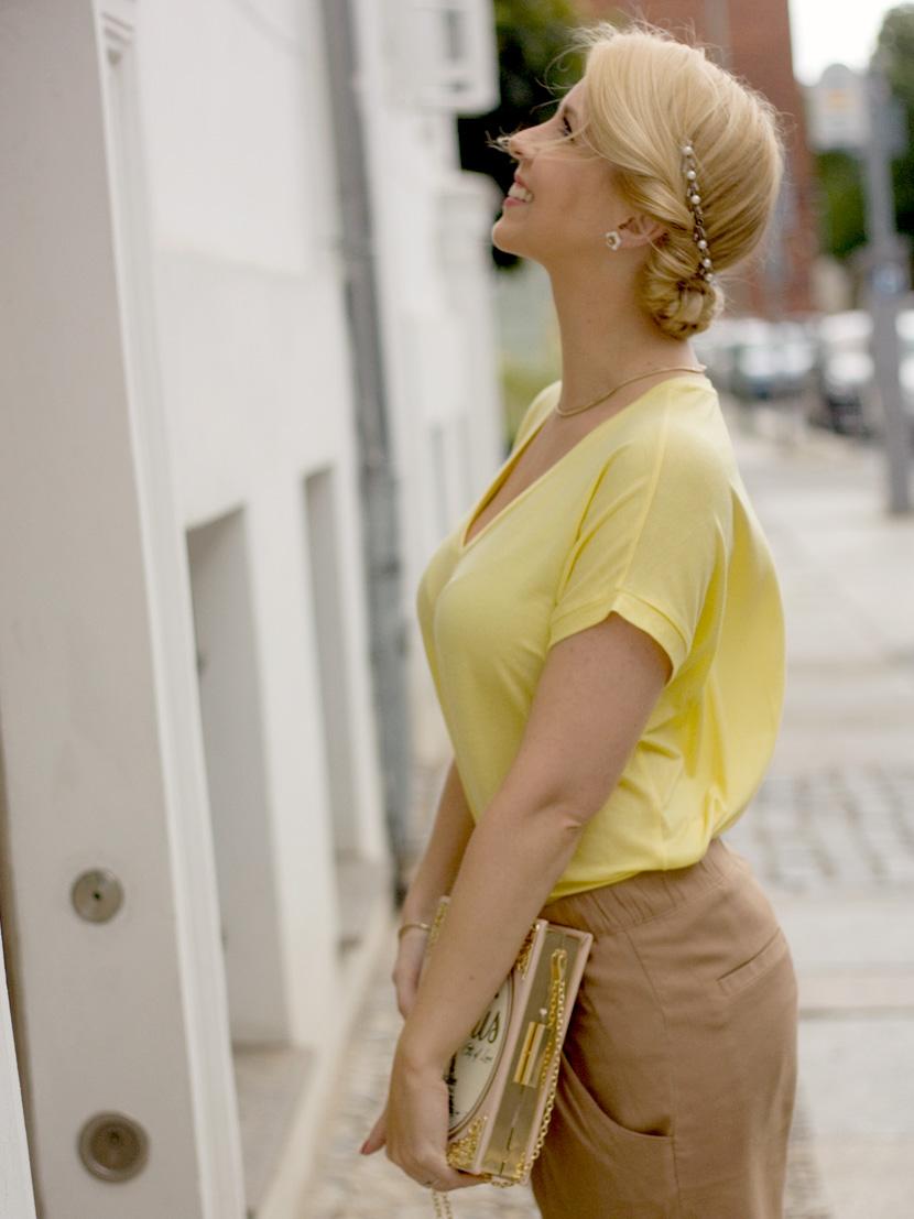 Little-Paris_Belle-Melange_Blog_Fashion_Outfit_Haarschmuck_besondere-Tasche_Buch_Clutch_4