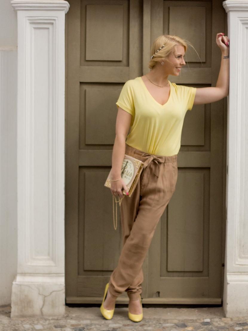 Little-Paris_Belle-Melange_Blog_Fashion_Outfit_Haarschmuck_besondere-Tasche_Buch_Clutch_5