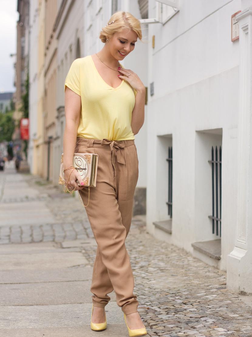 Little-Paris_Belle-Melange_Blog_Fashion_Outfit_Haarschmuck_besondere-Tasche_Buch_Clutch_7