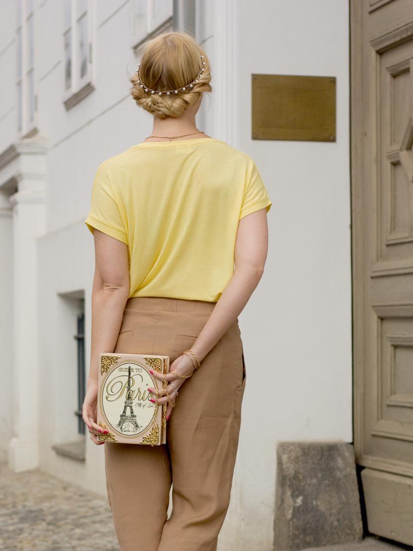 Little-Paris_Belle-Melange_Blog_Fashion_Outfit_Haarschmuck_besondere-Tasche_Buch_Clutch_8