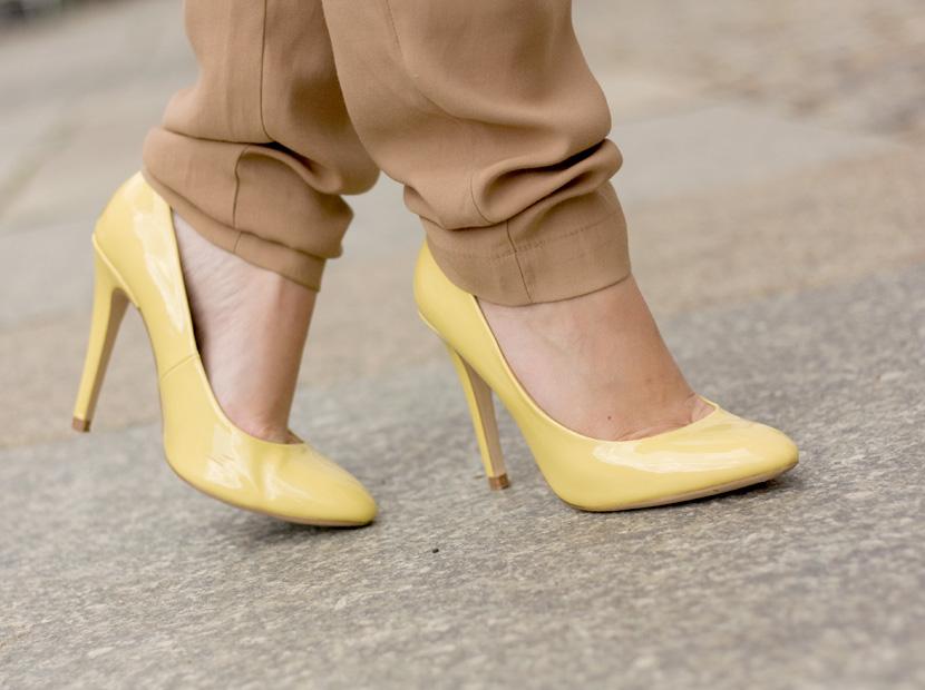 Little-Paris_Belle-Melange_Blog_Fashion_Outfit_Haarschmuck_besondere-Tasche_Buch_Clutch_9