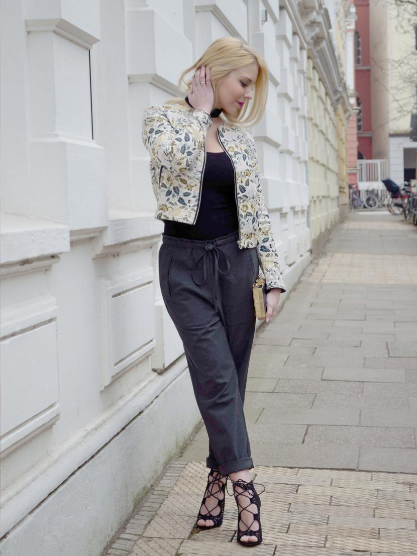Frühlingslook-Jacquard-Blüten-Blazer-Blog-Belle-Melange-Outfit-Look_Modetrend_1