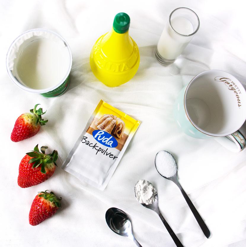 Strawberry-MugCake-Tassenkuchen-Rezept-Erdbeeren-BelleMelange-01