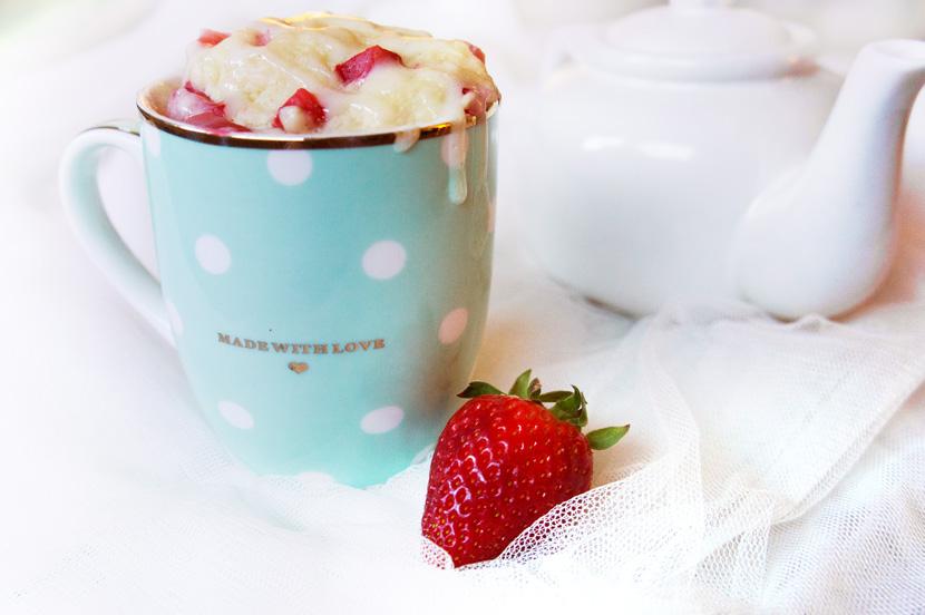 Strawberry-MugCake-Tassenkuchen-Rezept-Erdbeeren-BelleMelange-03