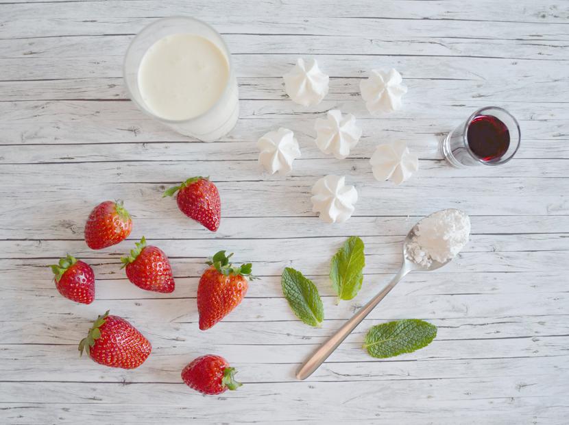 Eton-Mess-Britische-Nachspeise-Baiser-Erdbeeren-Blog-Belle-Melange-Delicious-Recipe-1