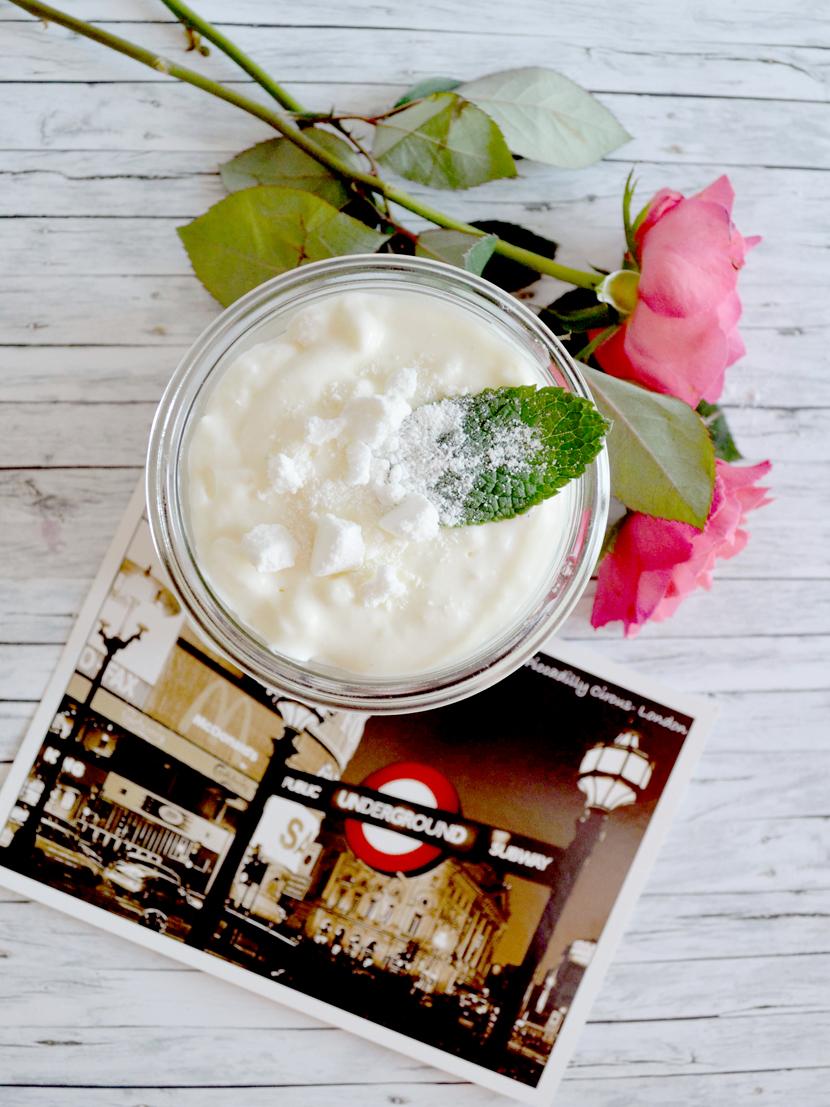 Eton-Mess-Britische-Nachspeise-Baiser-Erdbeeren-Blog-Belle-Melange-Delicious-Recipe-12