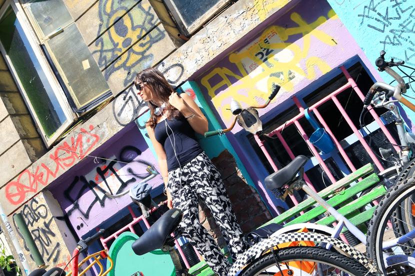 urban-street-style-frends-headphones-hamburg-gaengeviertel-belle-melange-04
